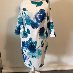 Beautiful bright flowered dress 🌺